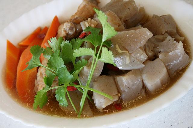 鶏肉のコラーゲンたっぷり薬膳煮物
