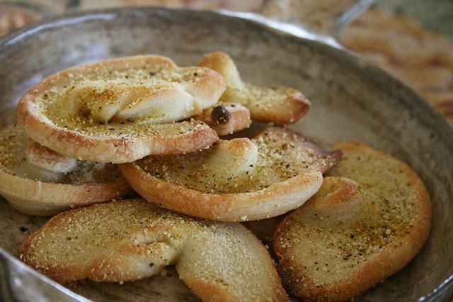 オリーブオイルのチーズパイ