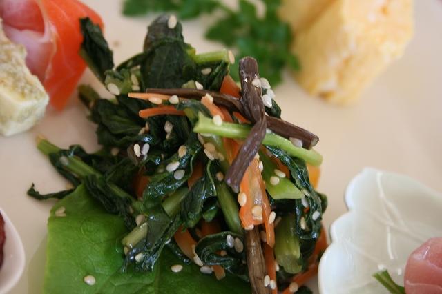 ダイコンの葉っぱとわらびのキンピラ