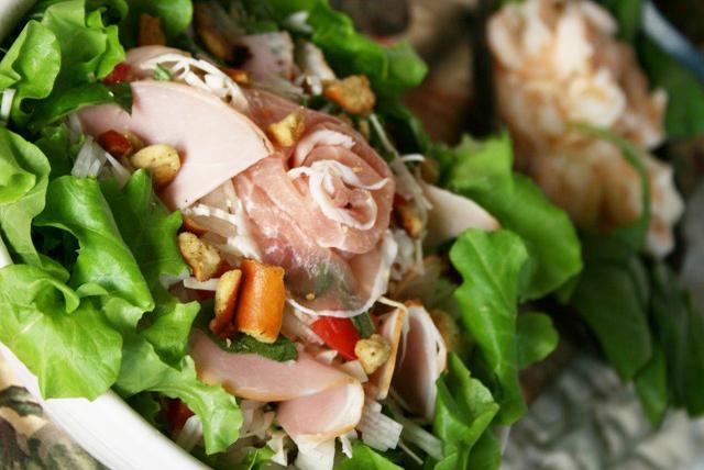 ハムとキャベツのごちそうサラダ